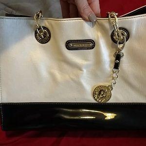 Very nice but used Anne Kline purse
